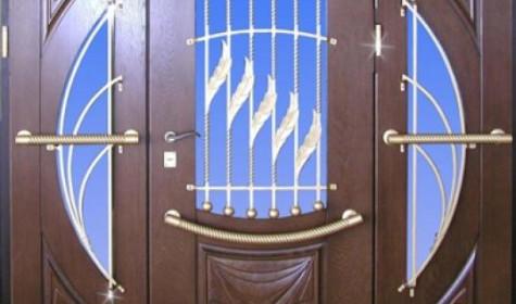 Входные двери со стеклом – необычная новинка