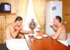 Пейте чай из липы в построенной собственными силами бане!