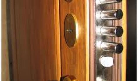 Металлические двери: преимущества и особенности